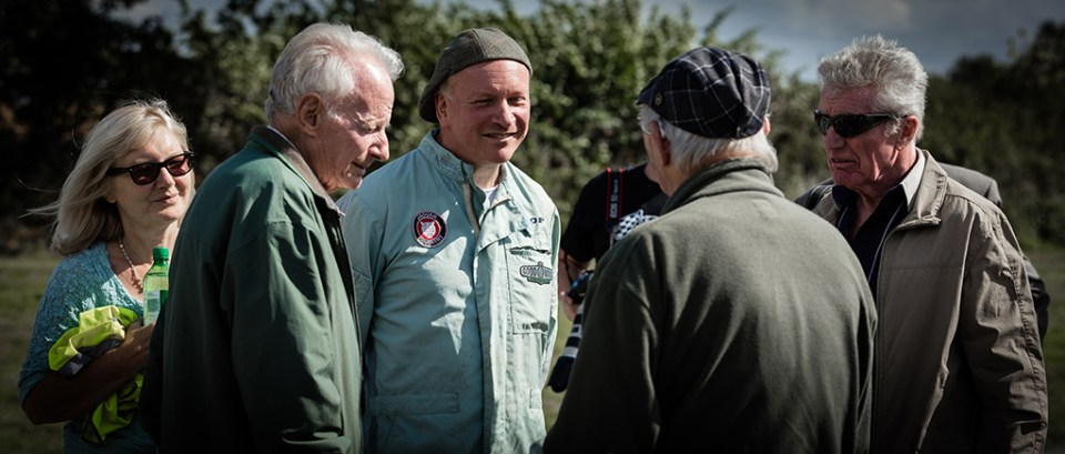 1F8A3138, Neville and Lissie Swales talking to some of the men who built the original Jaguar XJ13 and who have been helping Neville's project