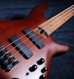 electric basses [ 1600 x 900 Pixel ]