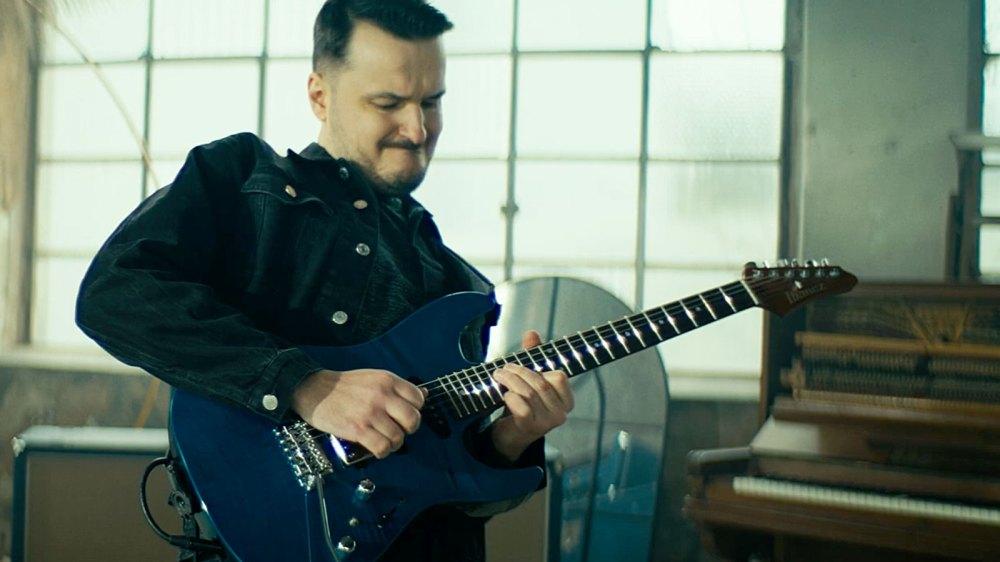 medium resolution of videos ibanez artcore vibrante hollow body guitar