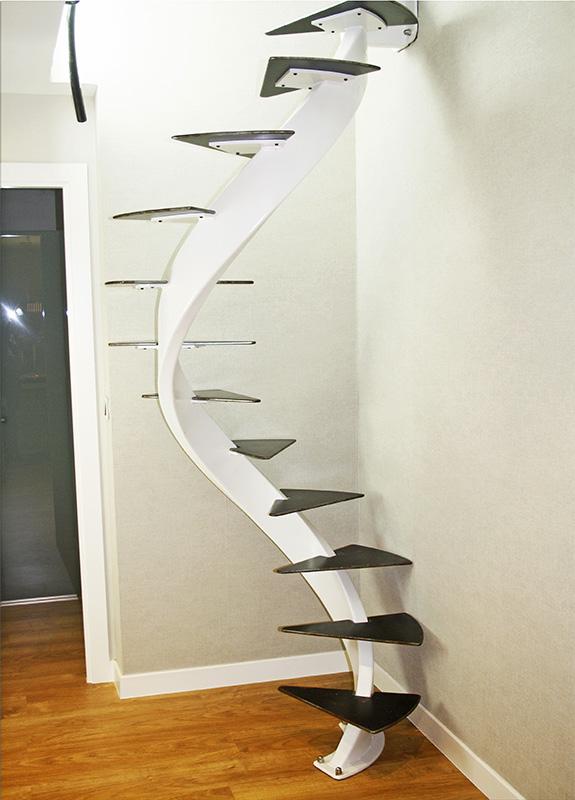 Escalera helicoidal modelo Zarautz para espacio reducido