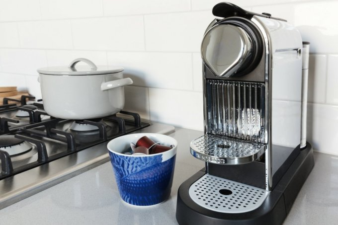 A pod espresso machine makes consistent espresso drinks