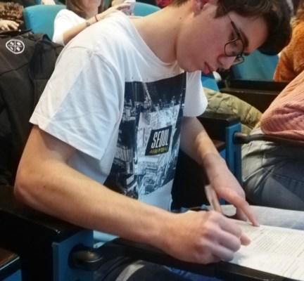 El Joel, preparant la presentació pública de les conclusions finals