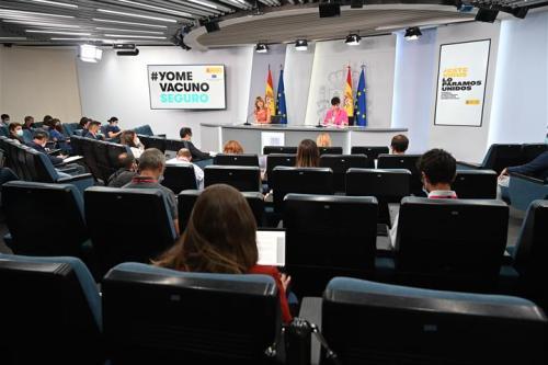 Pilar Alegría e Isabel Rodríguez durante la rueda de prensa posterior al Consejo de Ministros