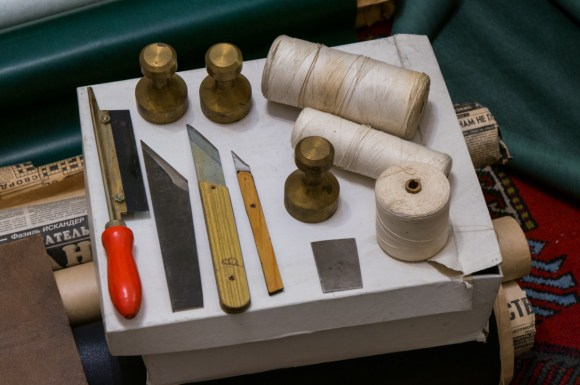 2016-12-27-bookbinders-heirloom-old-tools-and-materials-17