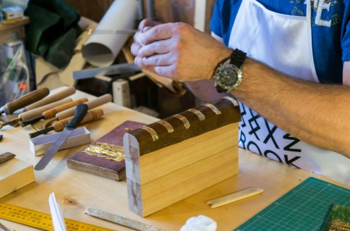 2017.01.30 - Gold Tooling 04 - Covering Leather with Gold 02