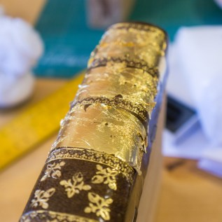 2017.01.30 - Gold Tooling 06 - Covering Full Spine with Gold 02
