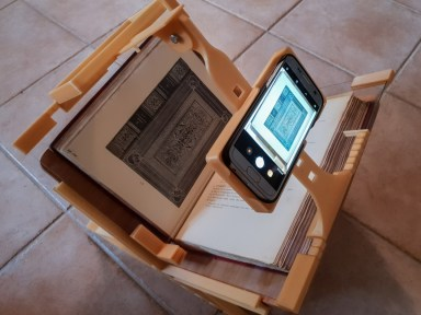 2018.09.26 - 3d-Printed Book-Scanning Frame for Smartphones 02