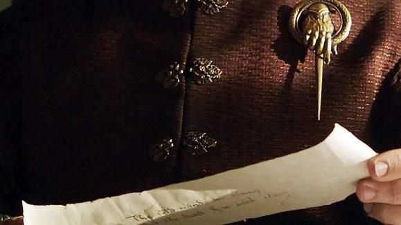 GoT S02E02 00.09.35 - Raven message from Castle Black - close-up