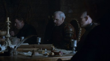 GoT S02E05 00.20.00 - Tywin Lannister' war council at Harrenhal