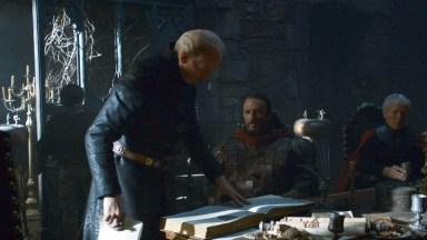 GoT S02E06 00.13.25 - Tywin Lannister' war council at Harrenhal