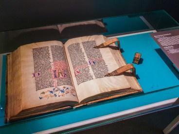 Breviarium Lateinisch and Gebetbuch - Size Comparison