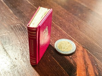2019.09.06 - Soviet Miniature book with Pushkin's Poetry 01