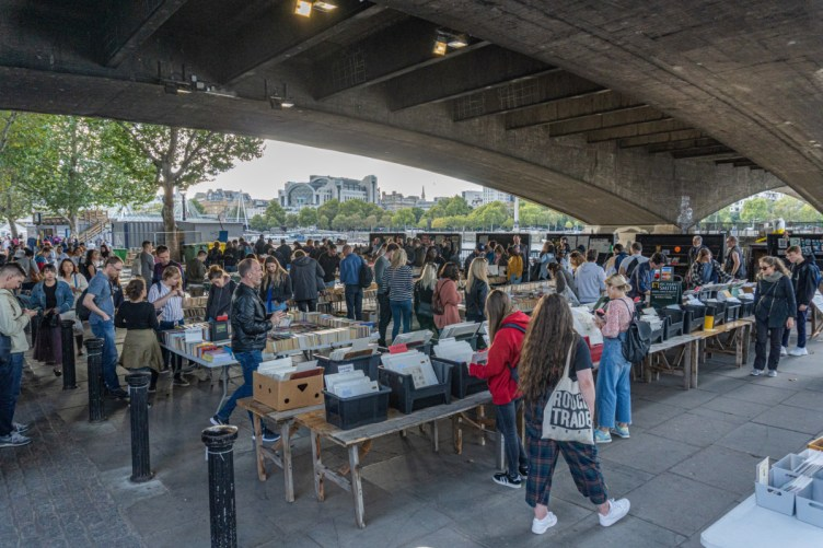 2019.09.08 - Southbank Book Market in London 03