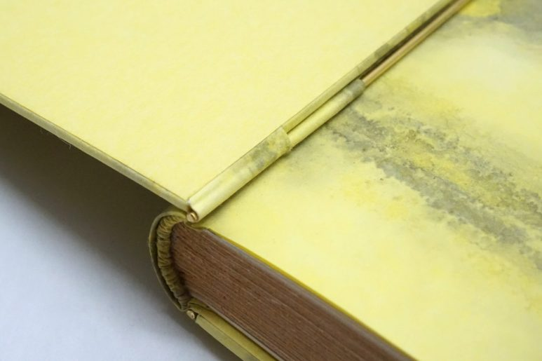 2019.10.07 - Inspiring Bookbinding Projects of September - Rod Binding by Julie Auzillon 06