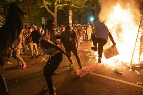 Photo of Trump threatens military mobilization against violent US protests