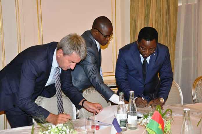 Le Ministre Soulama et Christophe Fontaine DG de Oberthur Technologie