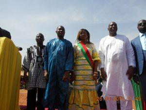 La maire entouré des députés et parrains
