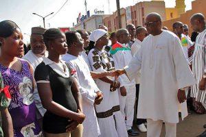 Les parents des victimes recevant les encouragement du Président Roch Kaboré