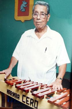 El mejor constructor de marimbas se llamó Andrés Altamirano, nacido en Coxcatlán Puebla.
