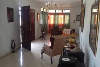 Casa dúplex con oficina y local comercial