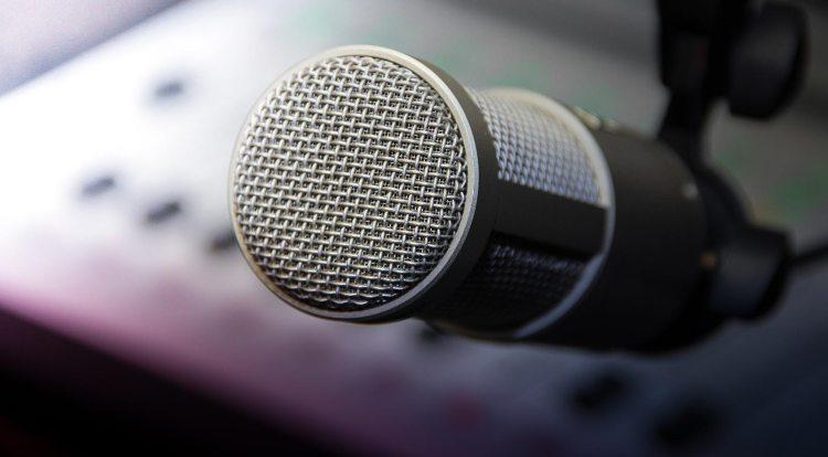 Broadcast Radio Microphone - ICB | International College of Broadcasting