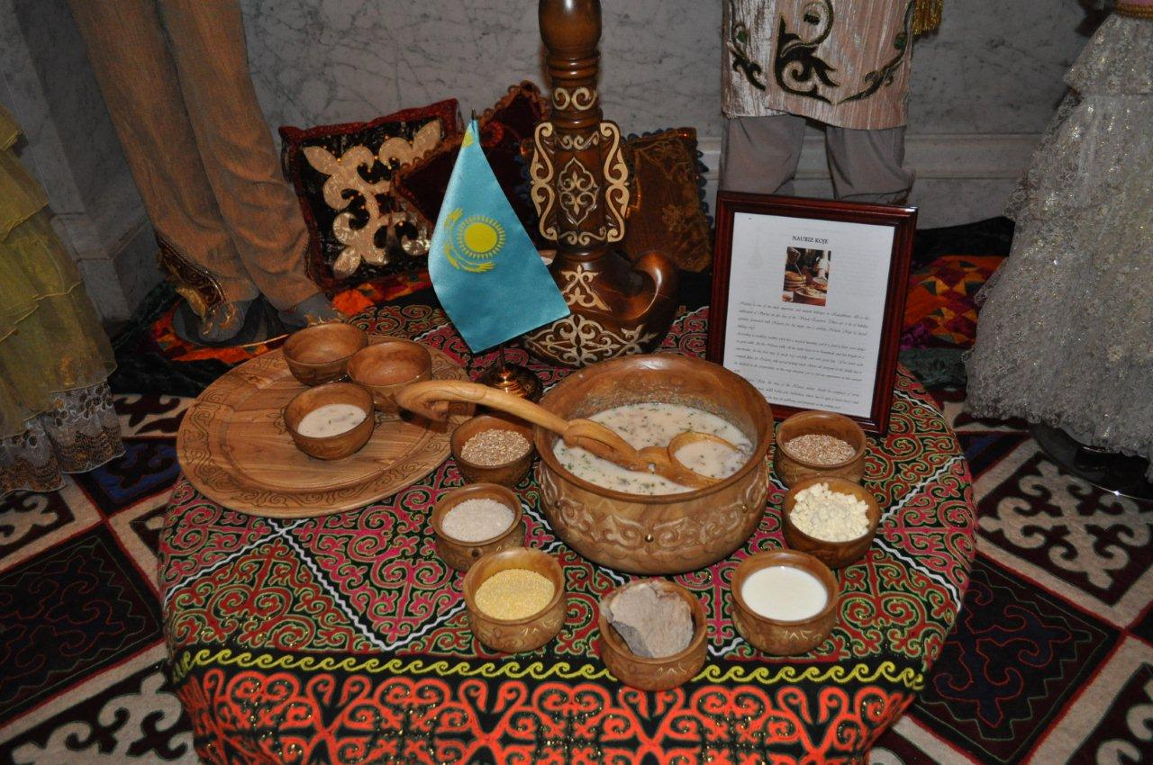 Model Nowruz table
