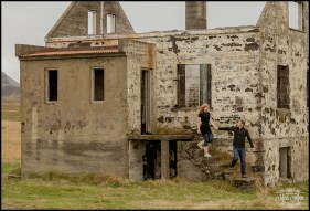 iceland-pre-wedding-session-on-the-snaefellsnes-peninsula-abandoned-house