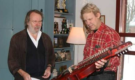 Benny takes delivery of his nyckelharpa