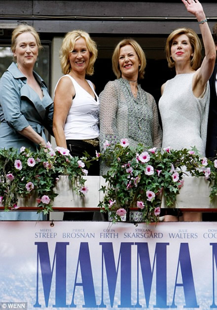 On the Hotel Rival balcony - Agnetha and Frida standing together