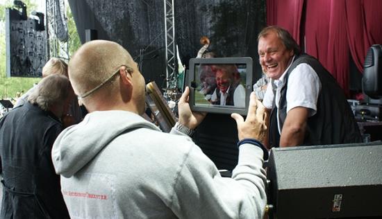 Göran enjoys a light-hearted moment during a BAO soundcheck