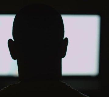 watching-screen-shutter