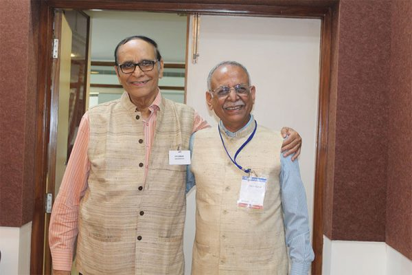 Dr.-VK-Singh-and-Dr.-Sanjiv-Kumar-at-IC-InnovatorClub-meeting
