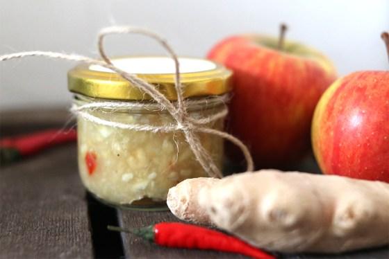 Ich schenke genre kleine selbstgemachte Mitrbingsel wie Apfel-Zwiebel-Chutney, selbstgemachte Genüsebrühe oder Quittensenf. Hier kommen drei einfach und tolle Rezepte | Ichsowirso
