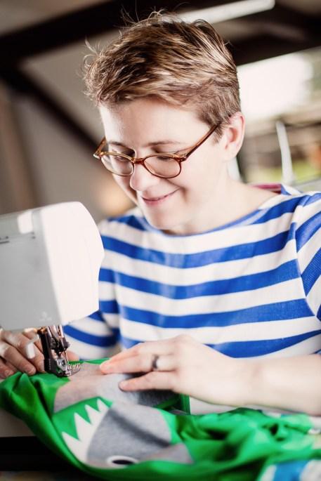 Heute gibt es im siebten Türchen ien handmade Schalfanzug vom dresdener Label Internaht die wunderbar weiche Biosachen für Kinder fertigt.