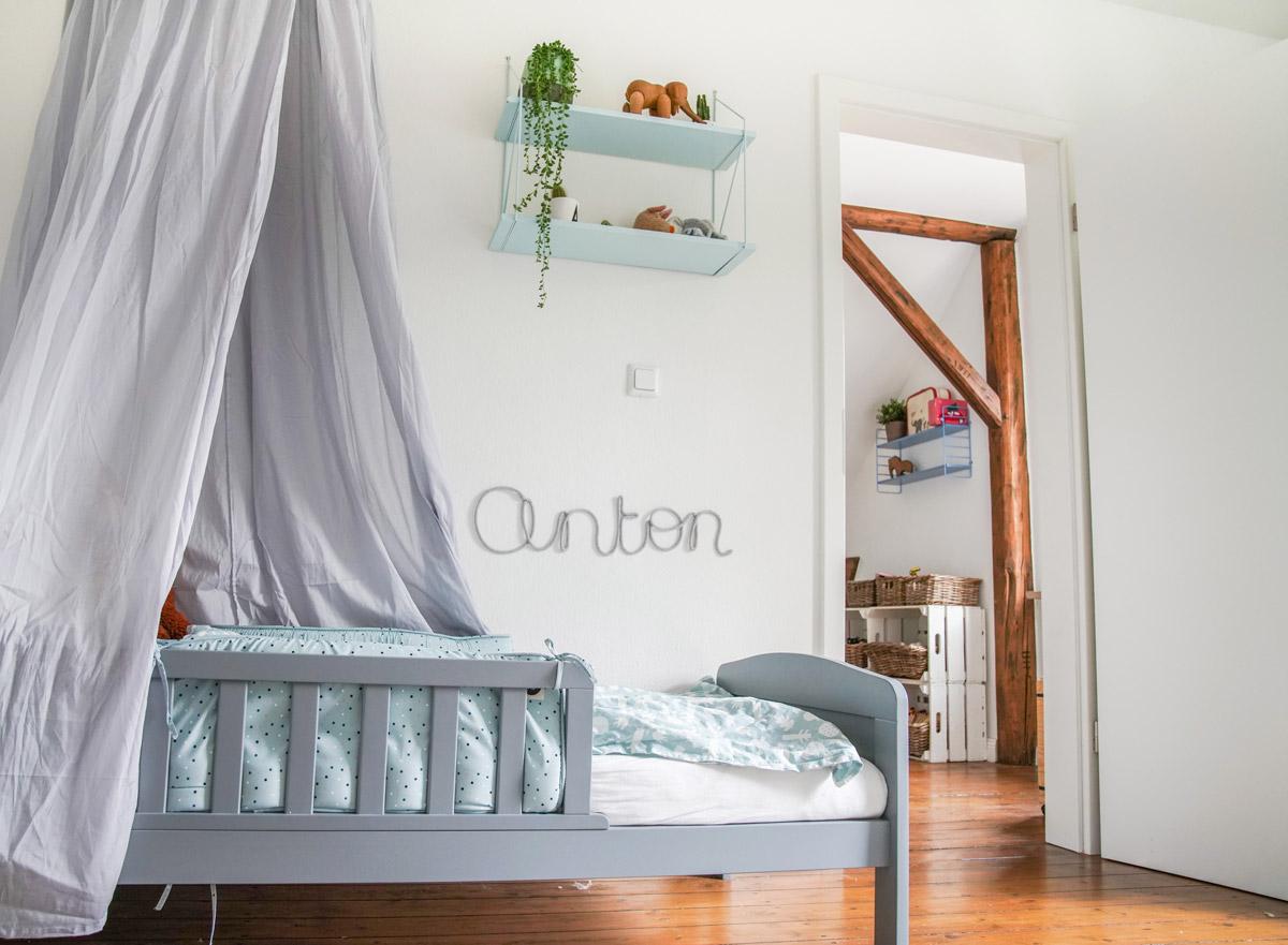 Kinderzimmer Blau, Hell Ubnd Nordsich, Skandinavisch Eingerichtet. Ein  Jungszimmer Als Gemeinsames Kinderzimmer Oder