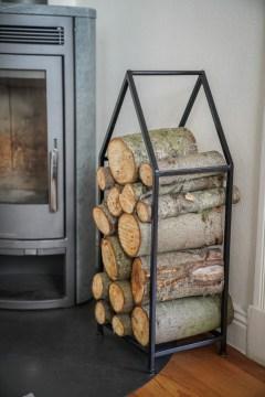 Ein Haus für unser Kaminholz von Bloomingville als Kaminholzständer, eine ferm Living Plantbox für meine Fotobücher, ein Designletters Becher für den ersten Kaffe, all das mal nur für mich! Dekoration aus dem Onlineshop von Emil & Paula | Ichsowirso.de