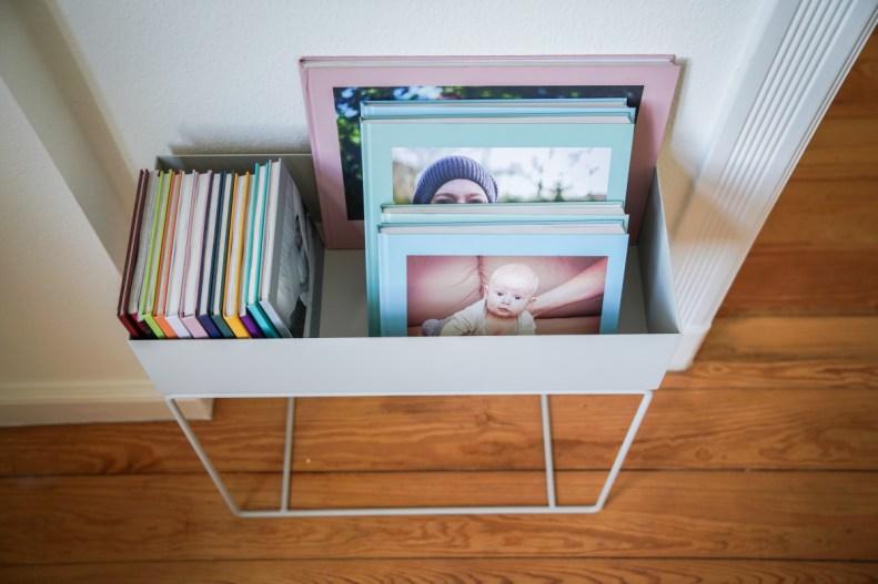Plantbox von Fermliving als Bücherständer für meine Fotobücher im Wohnzimmer