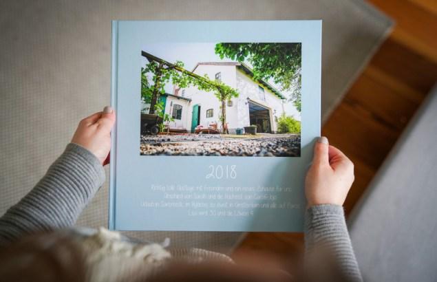 Jedes jahr gestalte ich ein CEWE Fotobuch. Voll mit Erinnerungen und wundervollen Fotos ist es ein Geschenk für mich. Worauf ich dabei achte und warum das so besonders für mich ist, lest ihr auf dem Blog. | ichsowriso.de