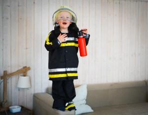 Rollenspiele und Faschingskostüme sind hier gerade hoch im Kurs. Auf dem Blog schreibe ich warum verkleiden für Kinder so wichtig ist und zeige euch ein paar schöne Karnevall Kostüme für Kinder. / Ichsowirso.de