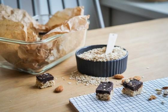 Diese Schokobites sind Süßigkeiten ohne Zucker. Schokolade und Haferflocken sind die grundlage für die schnell gemachten low carb Snacks für Groß und Klein. Das Rezept auf ichsowirso.de