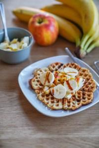 Ein Rezept für low carb Waffeln ohne Zucker und ohne Mehl. Dieses Waffelrezept mit Bananen und anderen Leckereien ist schnell gemacht.   Ichsowirso.de