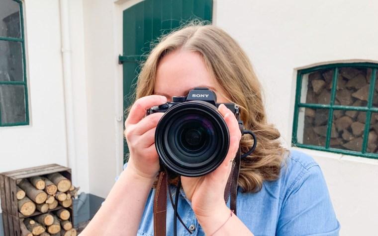 Fotografin und Bloggerin. Von meinem Weg in der Selbstständigkeit. Wie ich mich beruflich entwickelt habe und auf was ich dabei stolz bin. Meine Geschichte lest ihr jetzt auf dem Blog.   Ichsowirso.de