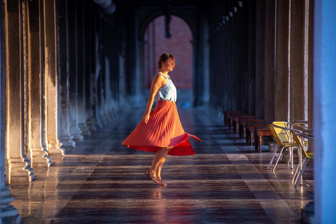 Caroline danse pres de la place Saint Marc Blog Voyage Italie