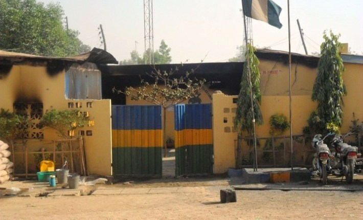 Nigeria police bail civilians