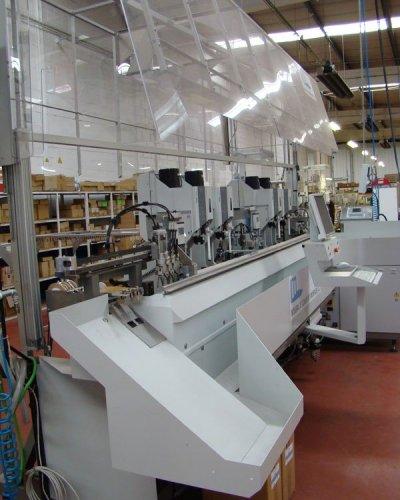 Komax Zeta 633, máquina automática de corte y engaste de cable
