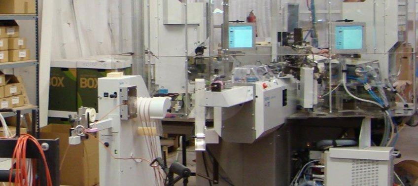 Máquina Komax Alpha 356, para engaste y compactado de cable