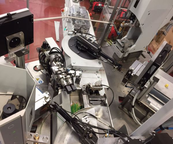 Automatización de fabricación de cableado a medida, en ICM