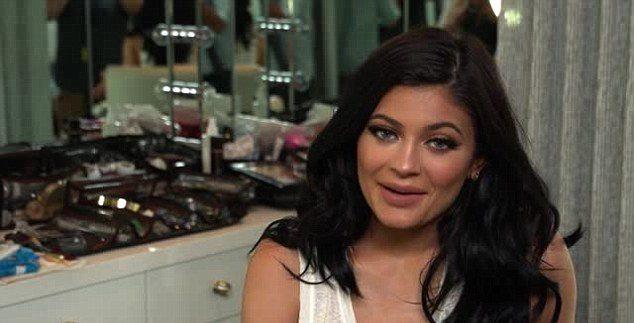 Kylie JENNER BAMBOOZLES Customers: Sends Them Empty Cosmetics! image
