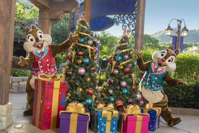 15th Anniversary Launch Celebration A Disney Christmas Holiday Character Appearances
