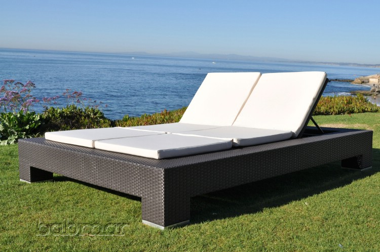 venzano modern outdoor double chaise lounge icon outdoor contract. Black Bedroom Furniture Sets. Home Design Ideas